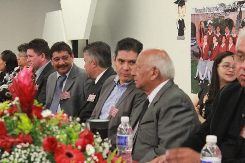 Núñez Aguilar felicitó a los egresados y los invitó a continuar preparándose para el futuro