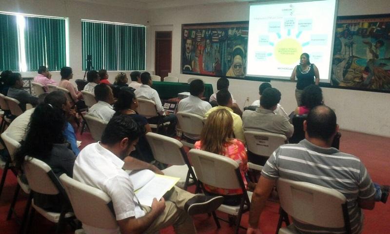 La titular de la Codecom explicó a los funcionarios municipales en qué consiste el proyecto de la ZEE en Lázaro Cárdenas, así como el programa de desarrollo en la ciudad