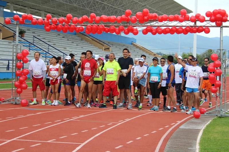 Esta carrera, que implica un recorrido de 10.8 kilómetros, ha sido organizada por la Subdelegación de Prestaciones y el Departamento de Acción Social, Cultural y Deportiva, de la delegación federal del ISSSTE en Michoacán