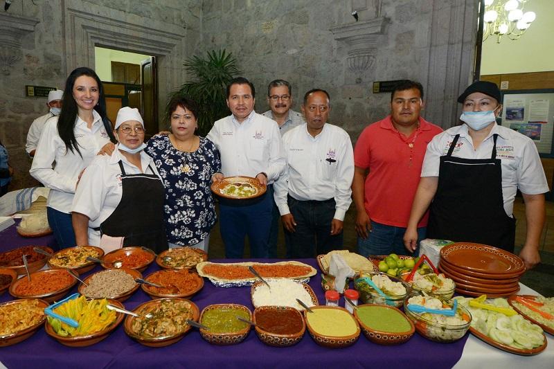 José Luis Gil, invitó a la población a asistir a la plaza a partir de las 9:00 horas de este domingo, ya que no solamente habrá quesadillas y barbacoa, sino que se trata también de un festival cultural