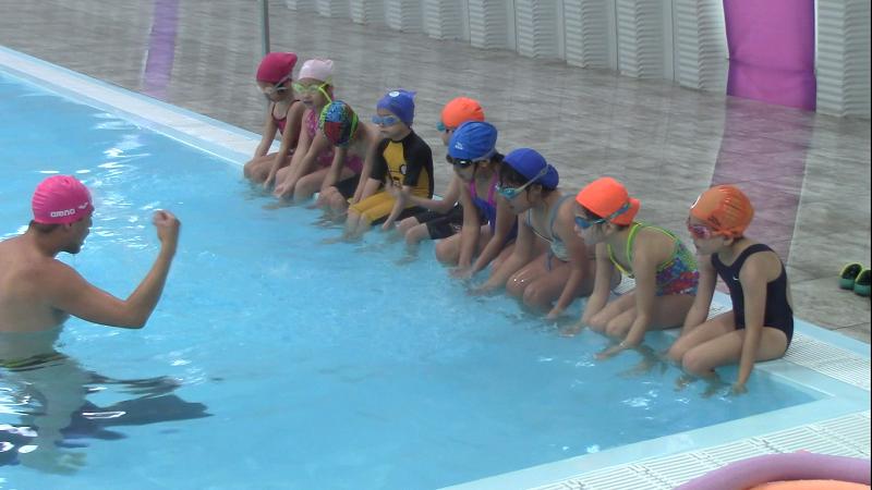 De forma paralela, también se puso en marcha el curso dedicado a la natación, en la Alberca Semiolímpica Morelos-Indeco, con 200 niños