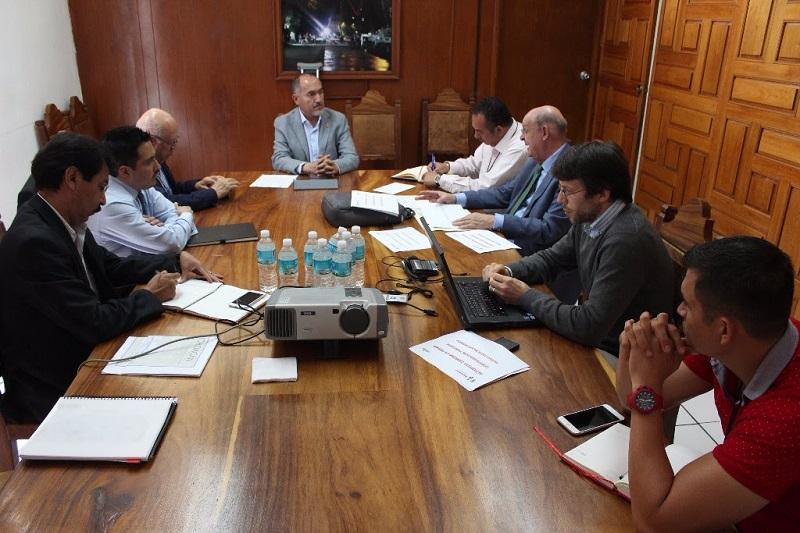 Además, la SCOP coadyuva con la Federación para modernizar la carretera Ecuandureo - La Piedad
