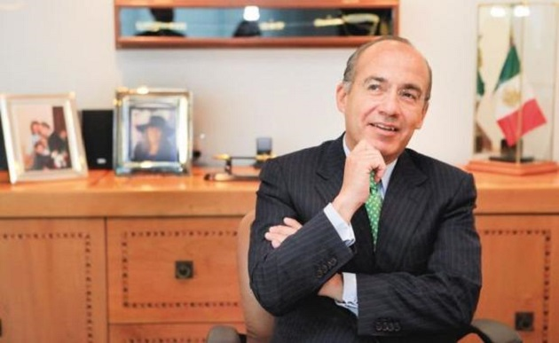 Calderón aclaró que no viola ninguna ley, ya que han transcurrido 3 años y medio desde que dejó la Presidencia de la República y puede ejercer su profesión y ofrecer sus servicios profesionales como mejor le plazca