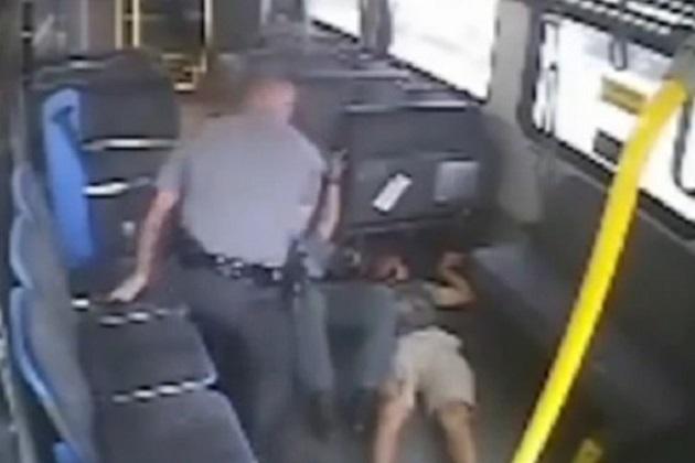 El video muestra explícitamente el momento en qué es asesinado a tiros