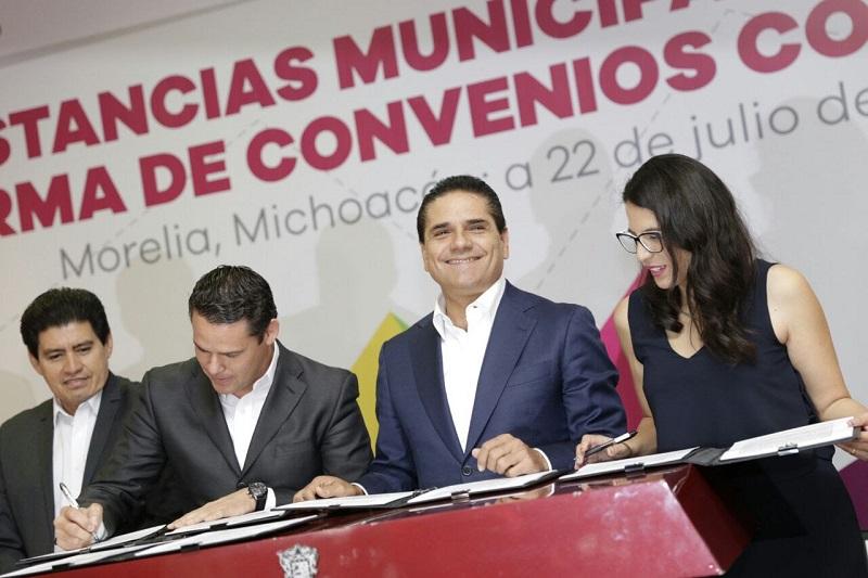 Aureoles Conejo firmó como testigo de honor diversos convenios con el Imjuve en favor de este sector
