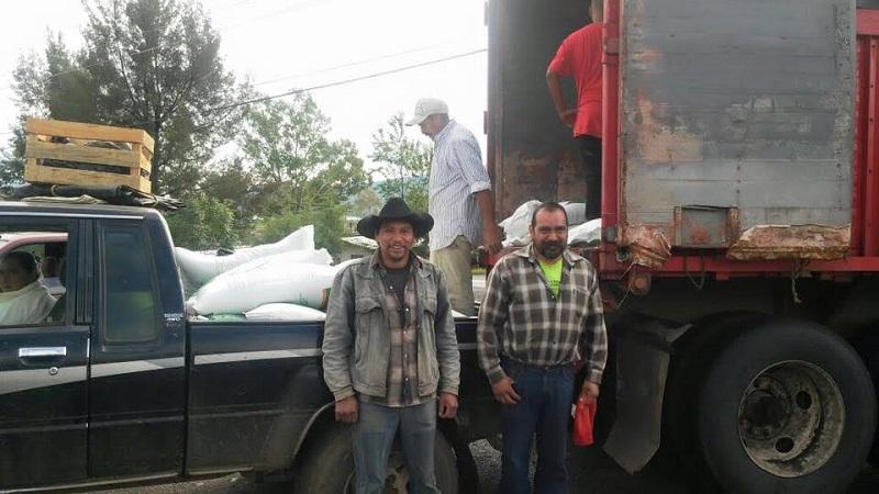 De esta forma se beneficia con la repartición de la sal de sulfato de amonio, a por lo menos 40 productores del municipio