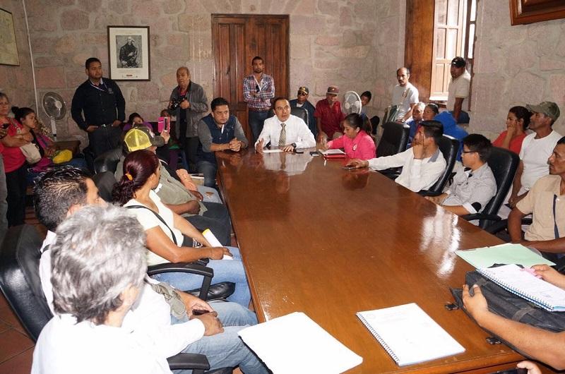 Miembros del Movimiento Social Revolucionario pretende que se retire la obra de construcción del camino a Atécuaro a la empresa que ganó legalmente la licitación, para otorgarla a la empresa que ellos desean