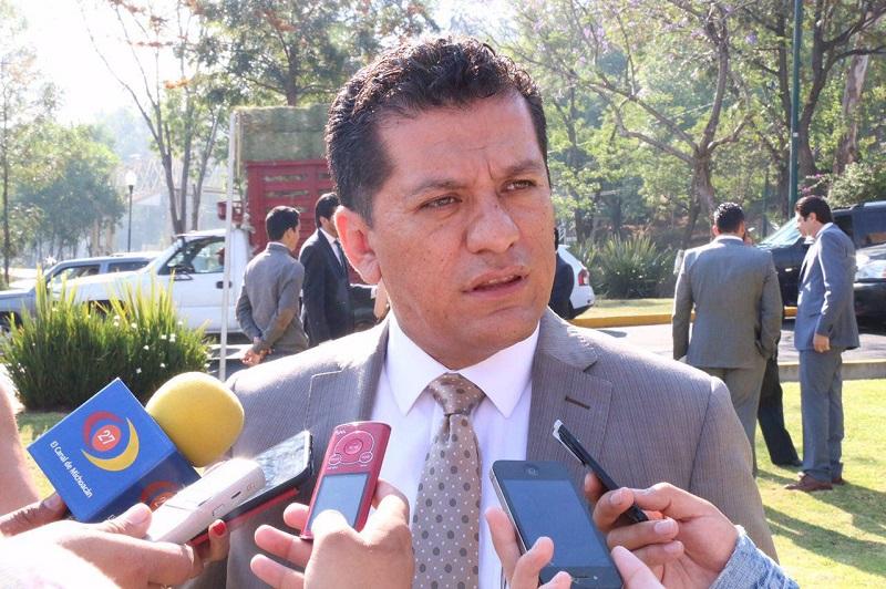 Se invitó a los contribuyentes a seguir realizando sus pagos en los módulos fijos, los cuáles continúan trabajando en un horario de 09:00 a 15:00 horas, o a través de la página oficial del Ayuntamiento, www.morelia.gob.mx