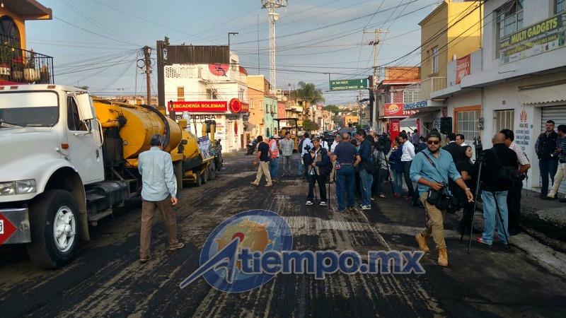 Mientras tanto, continúan los trabajos de bacheo en diferentes sectores de la ciudad de Morelia (FOTOS: FRANCISCO ALBERTO SOTOMAYOR)