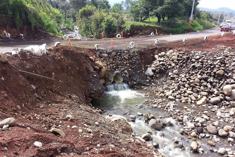 """Mientras tanto, avanza la reconstrucción del puente dañado por el huracán """"Patricia"""" a finales del año pasado"""
