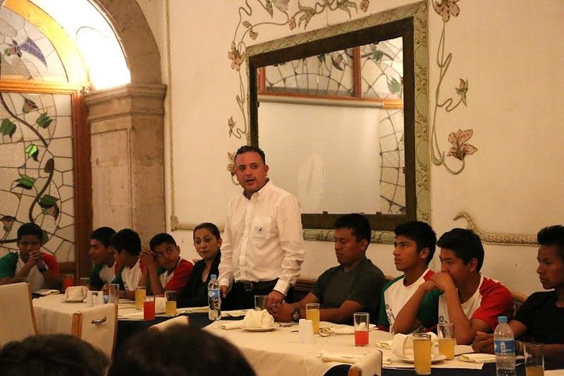 """""""Hoy  Michoacán requiere de un esquema de este tipo para brindarles un mejor futuro a nuestros niños y jóvenes"""": Quintana Martínez"""