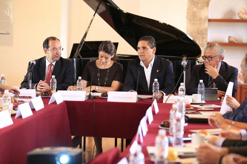 """""""Porque nos interesa la educación, estamos en permanente comunicación con los funcionarios de la SEP"""", destaca Aureoles Conejo"""
