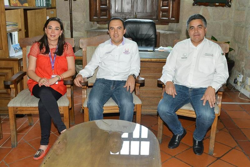 De esta manera el Ayuntamiento de Morelia trabaja de manera coordinada con los diferentes órdenes de gobierno, en beneficio de la población y que ésta tenga más y mejores opciones para surtir la lista de útiles escolares