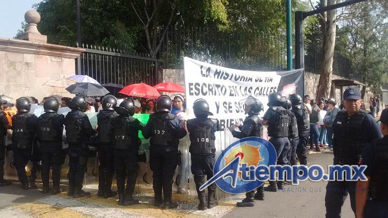 Tras el repliegue, los integrantes de la OEIPF marchan por el Libramiento Sur y la Calzada Juárez hacia el Centro de Morelia (FOTOS: FRANCISCO ALBERTO SOTOMAYOR)