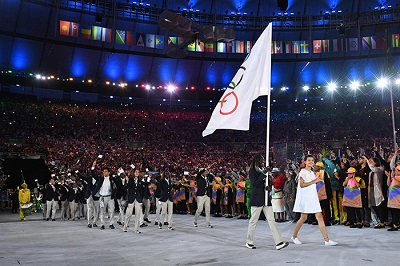 Refugee Olympic Team's flag bearer Rose Nathike Lokonyen leads the delegation during the opening ceremony of the Rio 2016 Olympic Games at the Maracana stadium in Rio de Janeiro on August 5, 2016. / AFP PHOTO / Leon NEAL