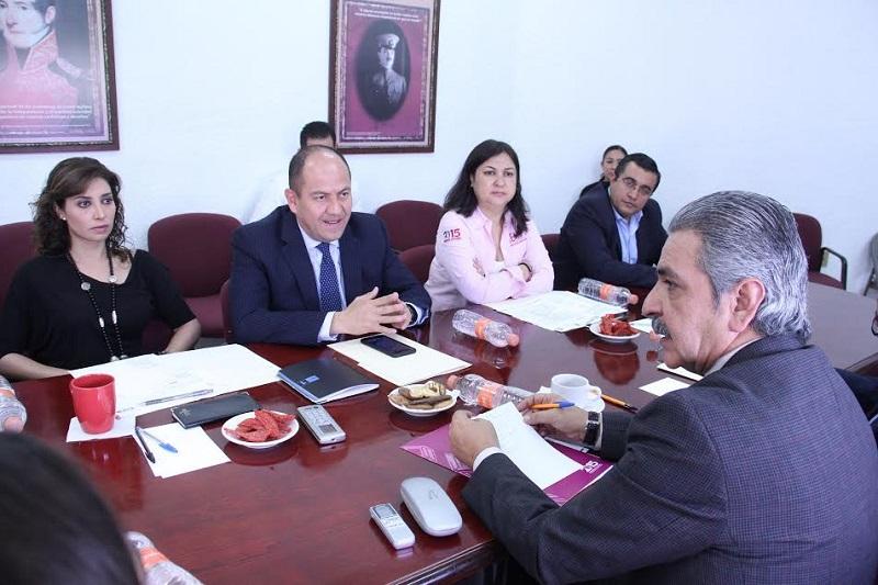 Mendoza Guzmán indicó que las iniciativas legislativas que los parlamentarios impulsan y proponen, y que los Congresos aprueban buscan resolver problemas públicos que afectan a los ciudadanos