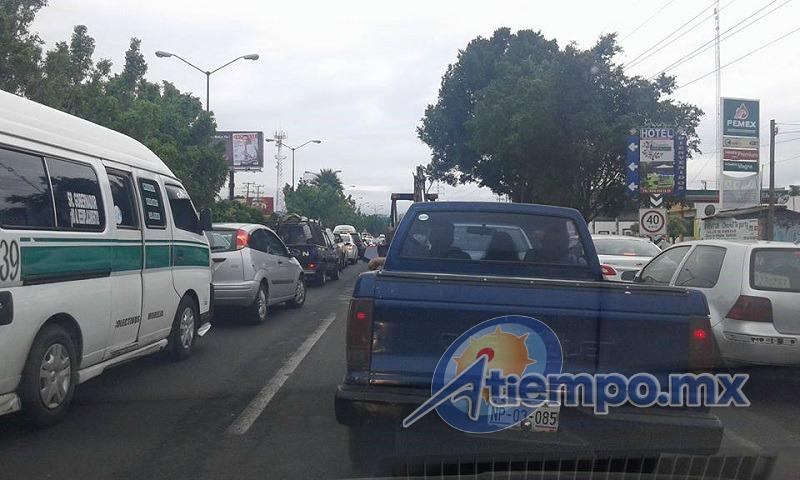 Más allá de algunos policías tratando de agilizar el tránsito vehicular, nunca se tomaron las medidas para mantener en buen estado las calles aledañas, varias de las cuales se encuentran destrozadas