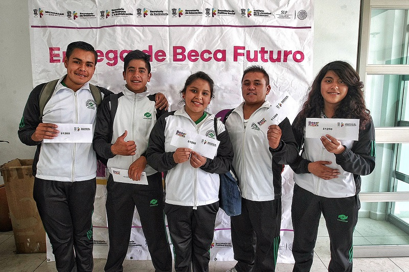 El principal requisito para obtener este apoyo económico es que el beneficiario reintegre algo al pueblo michoacano por medio del servicio comunitario