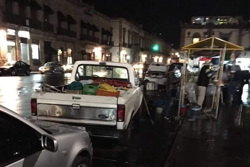 Cabe mencionar que una vez que fue desalojada la plaza, personal de Imagen Urbana procedió a realizar las acciones de limpieza
