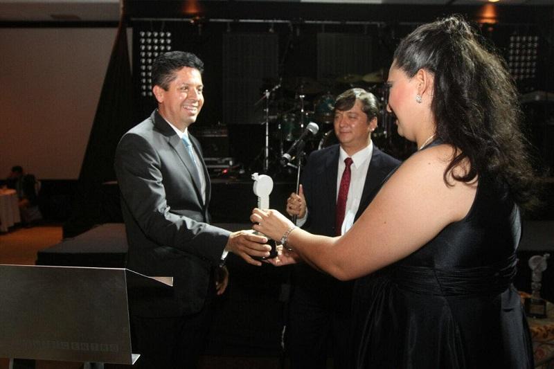 La Presea es entregada anualmente por el Sindicato Único de Trabajadores de la Universidad Tecnológica de Morelia (SUTUTEM) al mérito en el ámbito político
