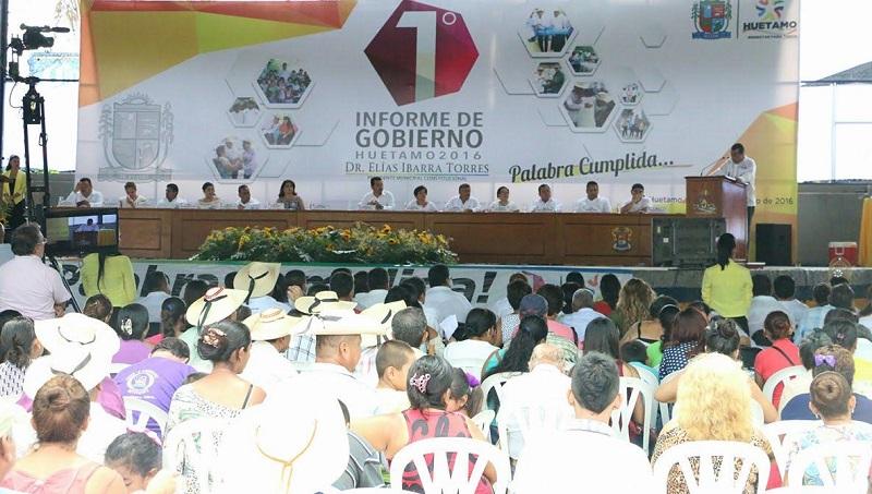 Elías Ibarra dio cuenta de las obras y acciones que se hicieron para el combate de la pobreza y marginación de su municipio, así como lo emprendido en los diversos rubros