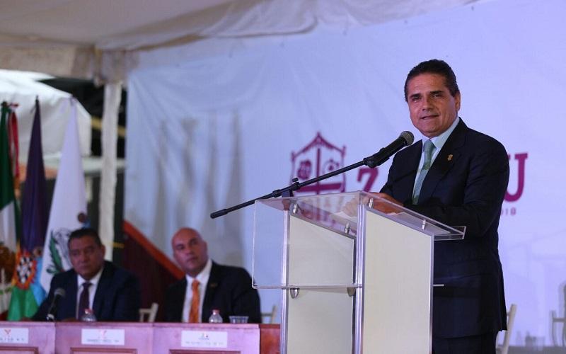 El mandatario asistió al Primer Informe de gobierno del presidente municipal de Zacapu, Gerardo Torres Ochoa