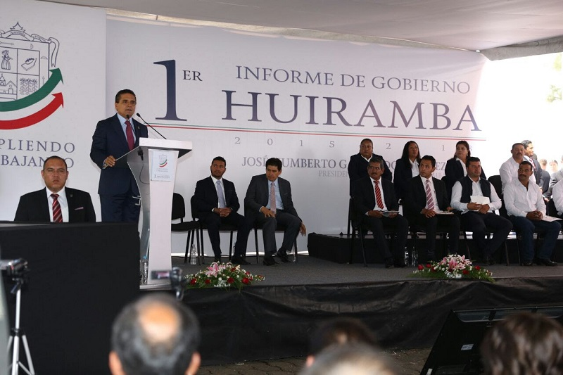 Aureoles Conejo se comprometió a dignificar la plaza principal de Huiramba y rehabilitar la infraestructura carretera del municipio