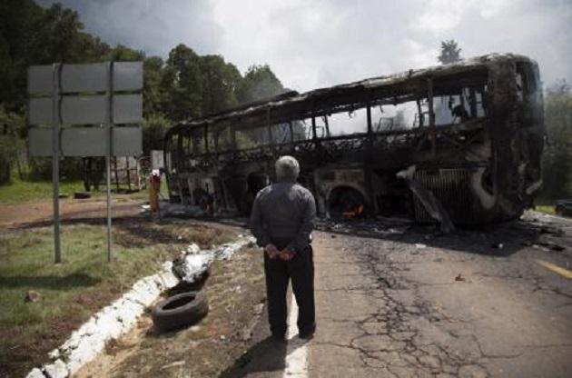 De esta forma, los presuntos estudiantes de escuelas normales de Michoacán exigen plazas automáticas de por vida y sin examen de oposición de por medio
