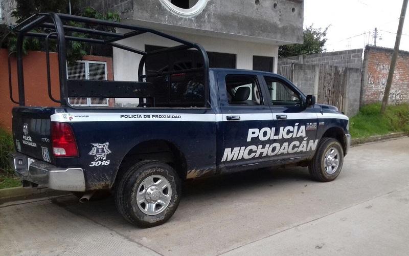 Habitantes de la comunidad de Nahuatzen retuvieron a tres normalistas hasta que entregaron las armas de los elementos de la Policía Michoacán. La situación ya se encuentra totalmente controlada.