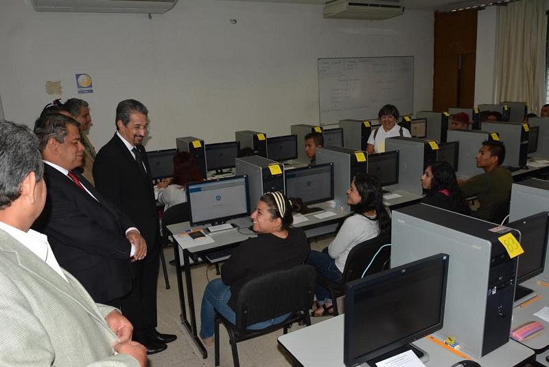 En Ciudad Universitaria, el rector Medardo Serna felicitó a los aspirantes que atendieron a la convocatoria extraordinaria para estas dos nuevas carreras, antes de iniciar el examen de evaluación