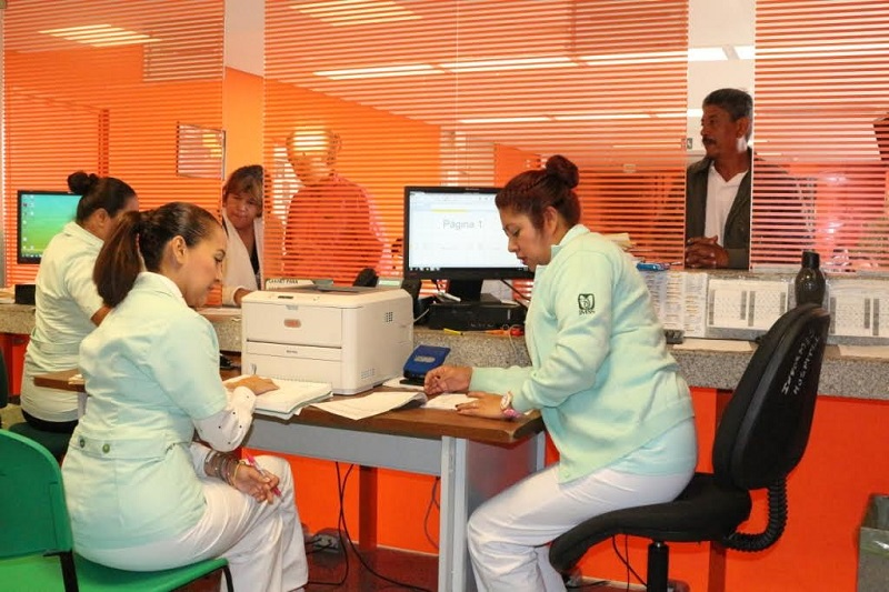Son elementos trascendentales en la atención, puesto que realizan maniobras de exploración a pacientes, organizan y controlan las consultas del médico
