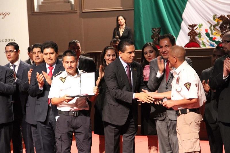 Bernal Martínez resaltó la importancia de la presa que de manera póstuma se entregó al Comandante Miguel Pérez Martín, por su  forma visionaria y solidaria luchar a lo largo de muchos años para conformar el Honorable Cuerpo de Bomberos