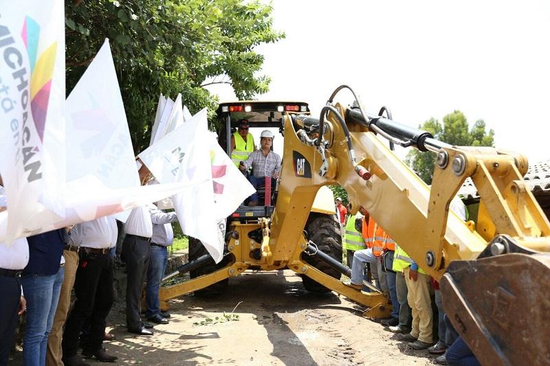 Aureoles Conejo dio el banderazo de arranque de construcción de drenaje con reposición de concreto hidráulico en la tenencia La Soledad, obra que tendrá una inversión de 1 millón 240 mil pesos