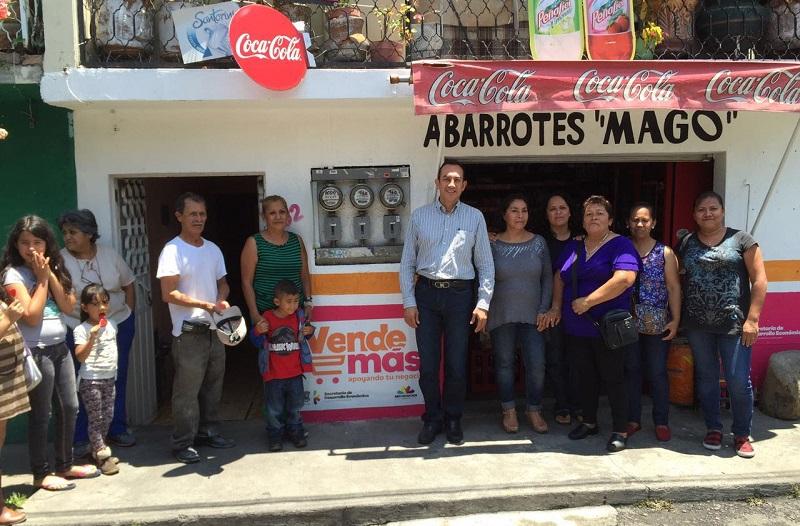 Recorre Antonio Soto cinco colonias de Morelia para verificar la ejecución de acciones del programa sello de la Sedeco.