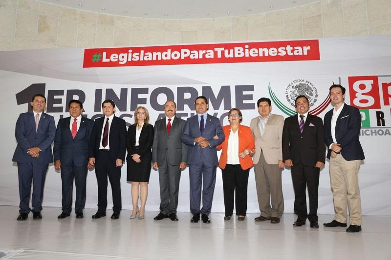 El mandatario escuchó los pormenores de las y los diputados, relativos al quehacer legislativo en el primer y segundo periodos ordinarios de sesiones de la LXIII Legislatura en el Congreso de la Unión