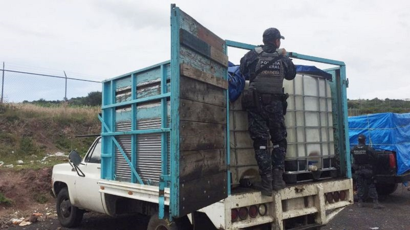 Algunas de las unidades contenían un líquido con características similares al hidrocarburo, presumiblemente extraído de manera ilegal de ductos de Petróleos Mexicanos