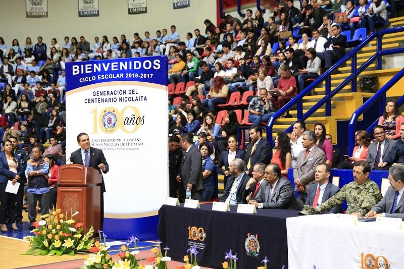 Aureoles Conejo reiteró su absoluto respeto a la autonomía universitaria y señaló que con el apoyo del Gobierno de la República y del Estado se continuará fortaleciendo la institución, para que crezca y siga brindando oportunidades
