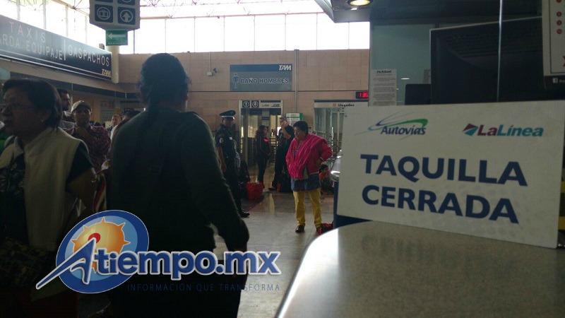 Usuarios afectados y trabajadores de las empresas transportistas exigen a las autoridades poner orden en Michoacán (FOTOS: FRANCISCO ALBERTO SOTOMAYOR)