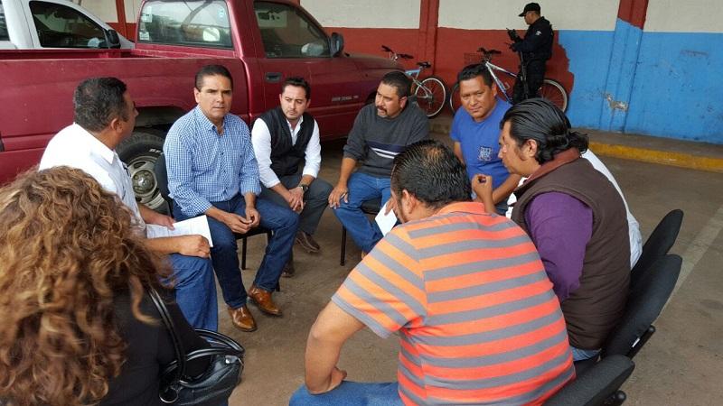 Durante la gira en el municipio de Chavinda, el mandatario estatal y los maestros abordaron los temas tratados en reuniones anteriores y el seguimiento que se le ha dado a los mismos