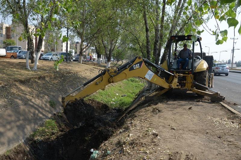 Los drenes que se atendieron a través del OOAPAS son: San Juanito Itzícuaro, Avenida Morelos Norte-Río Grande y Cárcamo de Excedencias, lo que forma parte del Programa de Inundaciones de este organismo operador