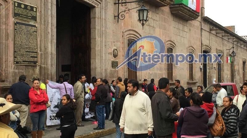 La calle Allende se encuentra bloqueada; se recomienda a automovilistas, trabajadores del volante y usuarios del transporte público, tomar las debidas precauciones