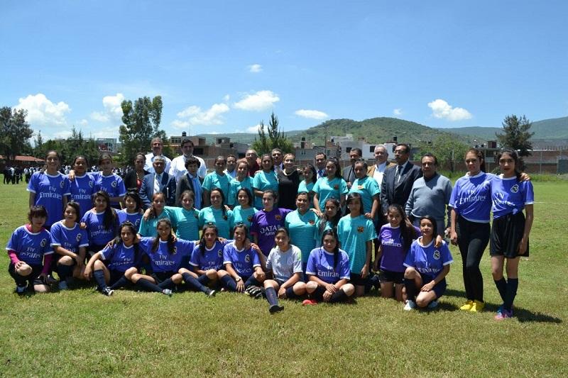 En la actividad de inauguración participaron alumnos del turno matutino y vespertino que conformaron dos equipos femeninos y dos masculinos, conjuntos de 25 estudiantes cada uno