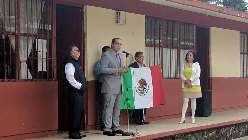 Más de 100 banderas y pendones fueron donados por la autoridad municipal