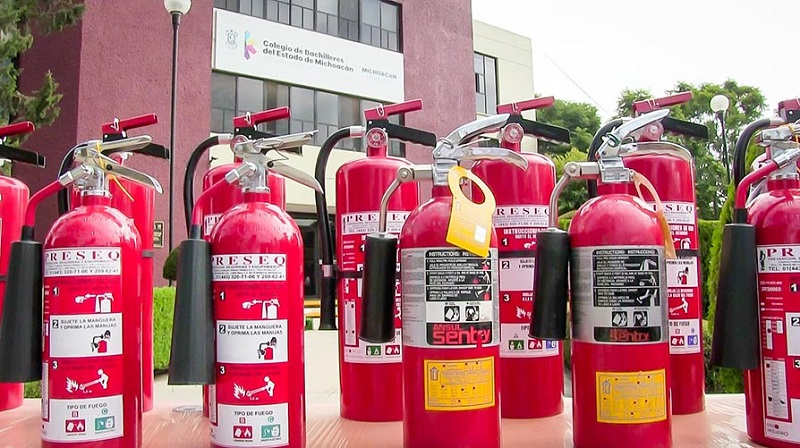 Bustos Aguilar destacó que la entrega de los extintores es gracias al esfuerzo que hace el Cobaem a través de la reducción de gastos