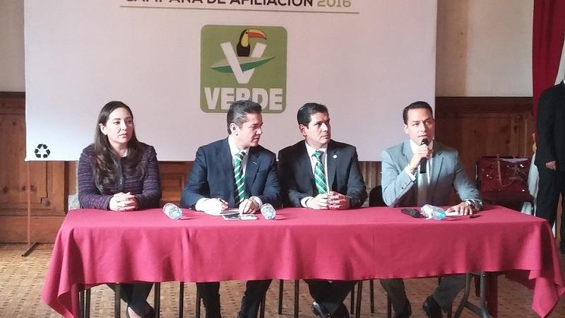 Puente Salas acudió a Morelia para acompañar a Núñez Aguilar a su Primer Informe de Actividades Legislativas (FOTO: ALEJANDRA ORTEGA)