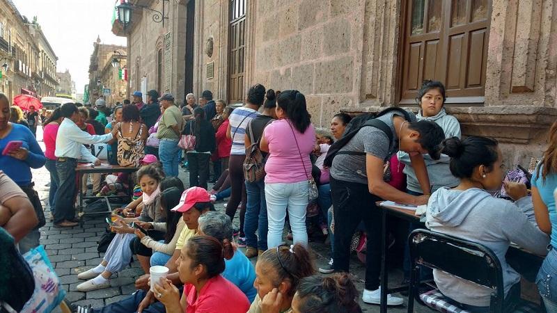 Los manifestantes cerraron la calle Allende y pegaron pancartas en el inmueble histórico donde declaró la abolición de la esclavitud en la Nueva España