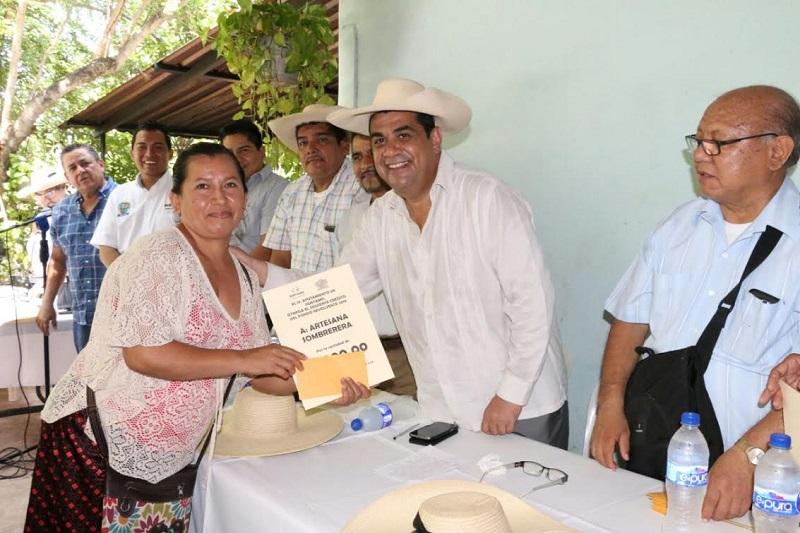 Tras reconocer el apoyo del gobierno estatal que encabeza Silvano Aureoles, el alcalde reiteró que su compromiso es apoyar a los artesanos de su municipio