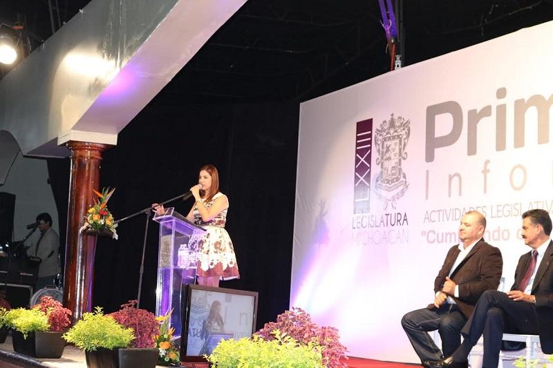 Al rendir su primer informe de actividades legislativas y de gestión la diputada por el distrito de Tacámbaro afirmó que no defraudará a sus representados