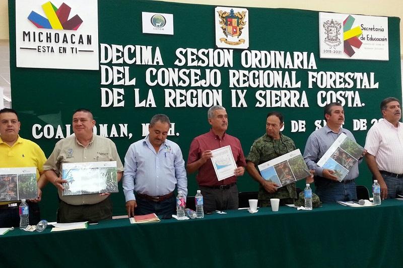 El titular de la Cofom, Roberto Pérez Medrano, presidió en Coalcomán la Décima Sesión Ordinaria del Consejo Regional Forestal IX Sierra-Costa