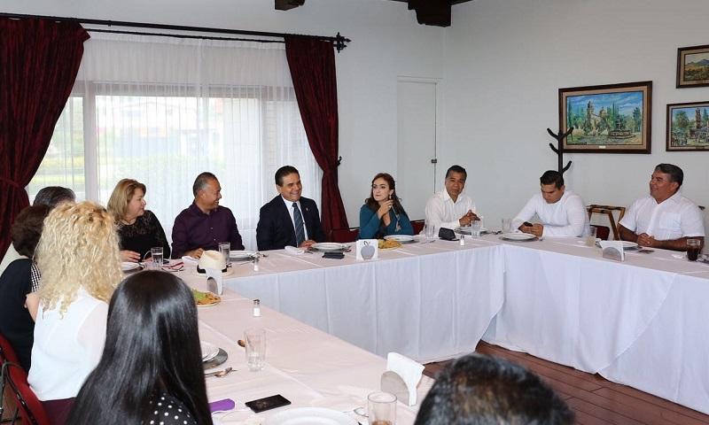 En este encuentro estuvieron presentes el ex senador Carlos Sotelo; la senadora por Michoacán, Iris Vianey Mendoza; los ex diputados locales Cristina Portillo y Eleazar Aparicio, por mencionar algunos